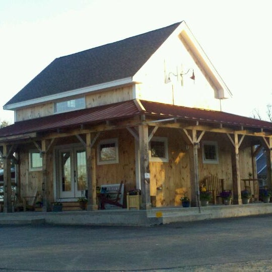 Foto tirada no(a) Red Barn Coffee At Angel's Cafe por James B. em 4/6/2012