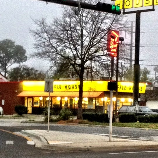 Photo taken at Waffle House by Mike E. on 3/2/2012