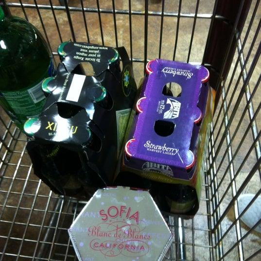 รูปภาพถ่ายที่ Binny's Beverage Depot โดย Kristie V. เมื่อ 5/5/2012