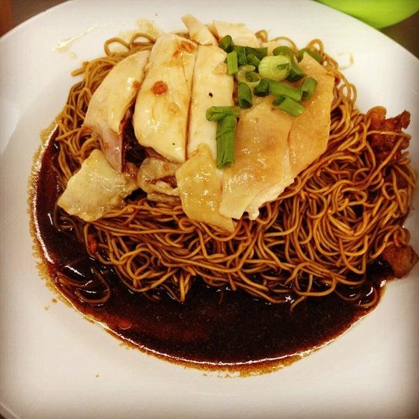 Photo taken at Restoran Chan Meng Kee (陈明记面家) by Wong J. on 4/27/2012