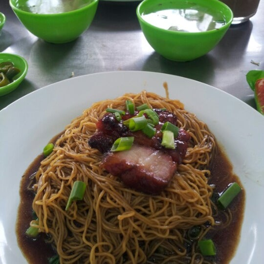 Photo taken at Restoran Chan Meng Kee (陈明记面家) by Thines A. on 8/25/2012