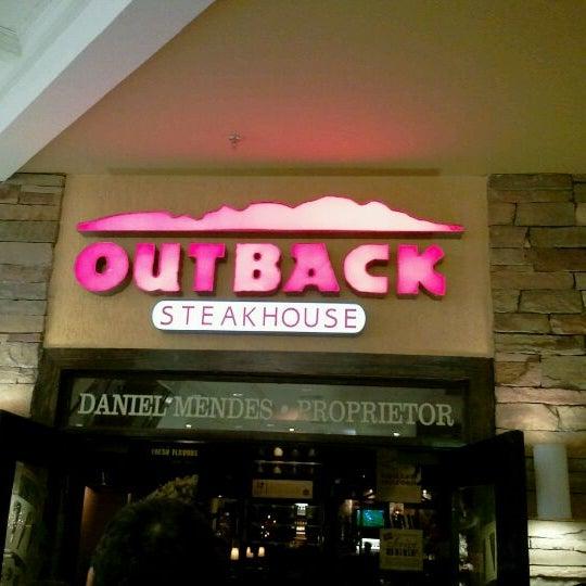 Foto tirada no(a) Outback Steakhouse por Társis L. em 12/16/2011