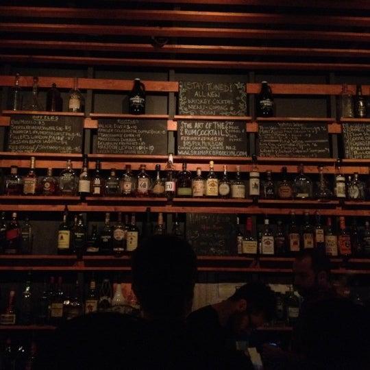 Das Foto wurde bei Sycamore Flower Shop + Bar von Jon S. am 2/24/2012 aufgenommen