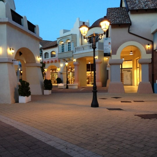 Photo taken at Fashion District - Molfetta Outlet by Vito C. on 5/9/2012