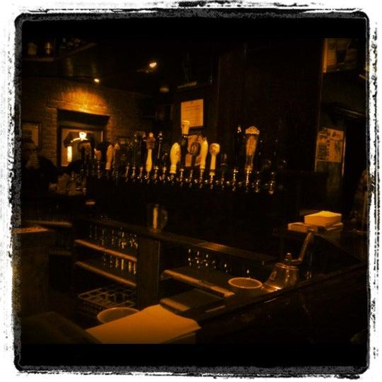 Foto tomada en Hurley's Irish Pub por Cynthia C. el 1/22/2012