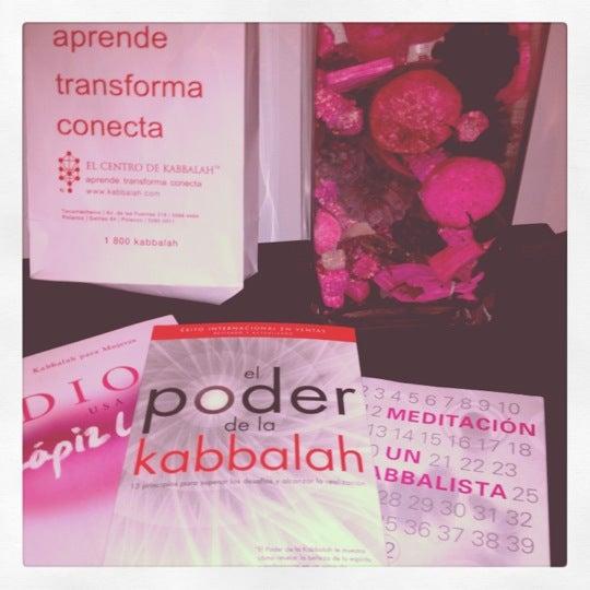 Foto tomada en Centro de Kabbalah, Librería Polanco por Annie S. el 6/8/2012