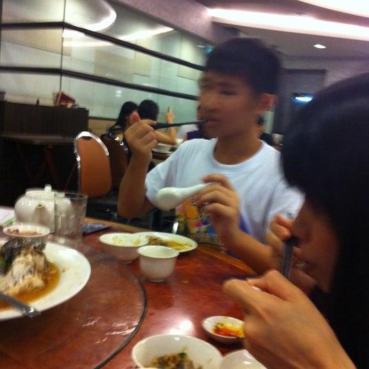Photo taken at Crystal Jade Kitchen 翡翠小厨 by Irene T. on 6/25/2011