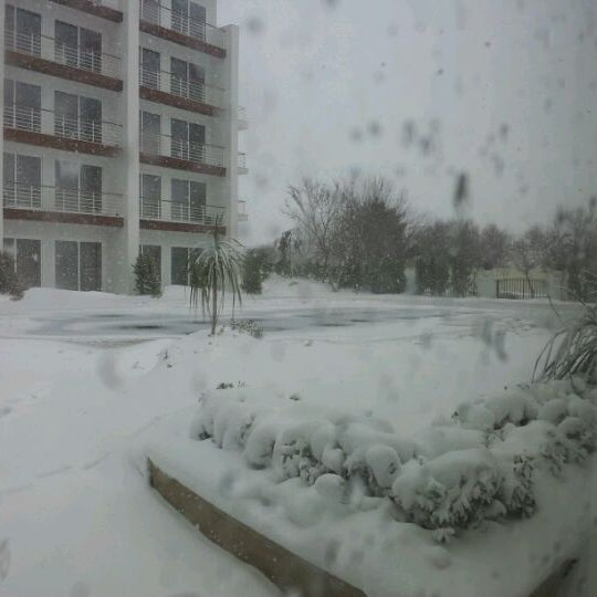 Снимок сделан в Shore House Lounge пользователем Heydar H. 2/10/2012