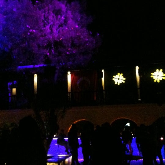 5/19/2011 tarihinde Cazibe Ebruhan M.ziyaretçi tarafından NewOld Club'de çekilen fotoğraf
