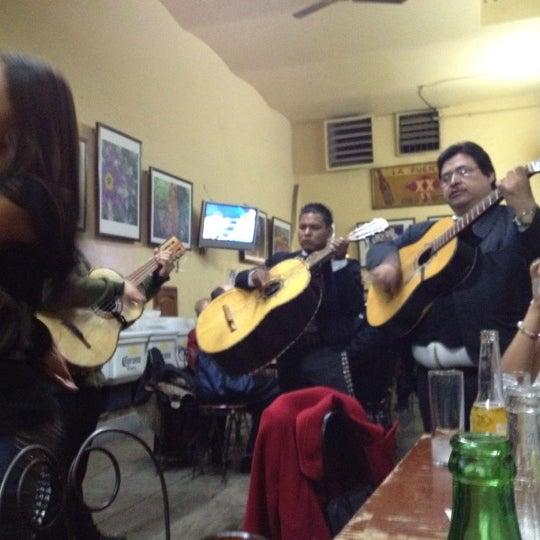 Foto tomada en Cantina La Fuente por Alex S. el 8/19/2012
