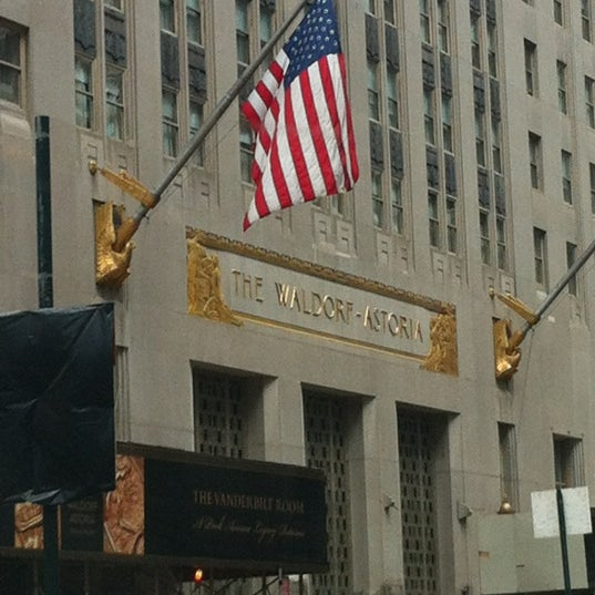 Photo taken at Waldorf Astoria New York by John L. on 7/2/2012