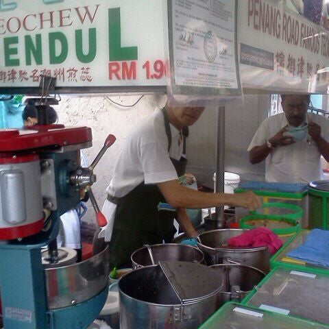 Photo taken at Penang Road Famous Teochew Chendul (Tan) by Norman N. on 11/29/2011