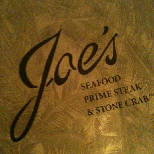 Photo prise au Joe's Seafood, Prime Steak & Stone Crab par jon a. le10/20/2011