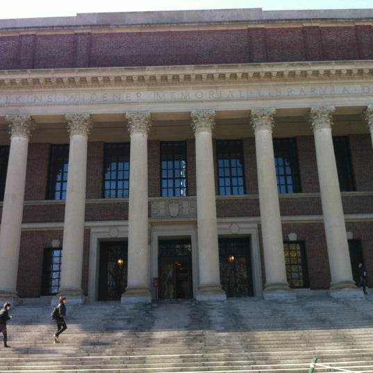 Photo taken at Widener Library by 💢💢Mayor Ry🍎ner💢💢 on 4/13/2012