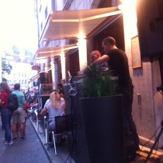 Photo prise au Demi Lune Café par Alina V. le6/23/2012