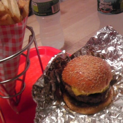 Foto tomada en F. Ottomanelli Burgers and Belgian Fries por Pablo H. el 8/23/2012