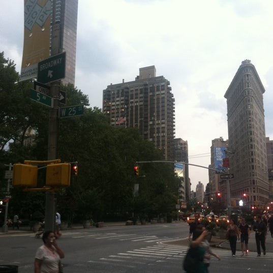 Foto diambil di Madison Square Park oleh Emmy B. pada 8/17/2012
