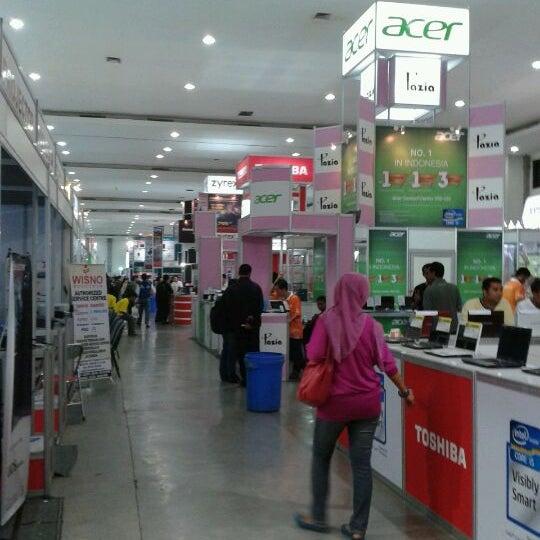 Das Foto wurde bei Jogja Expo Center (JEC) von Tigo P. am 5/6/2012 aufgenommen