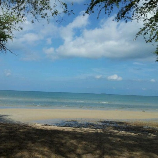 Photo taken at Sai Keaw Beach by Karens N. on 4/22/2012