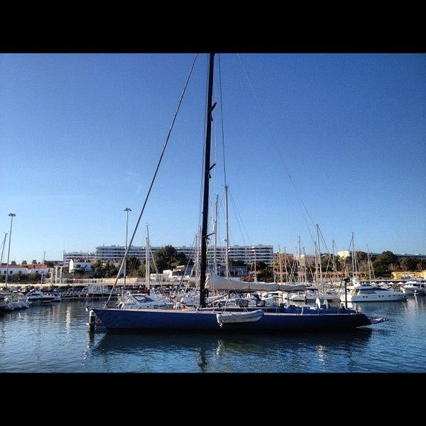 Foto tirada no(a) Porto de Recreio de Oeiras por Jorge B. em 3/11/2012