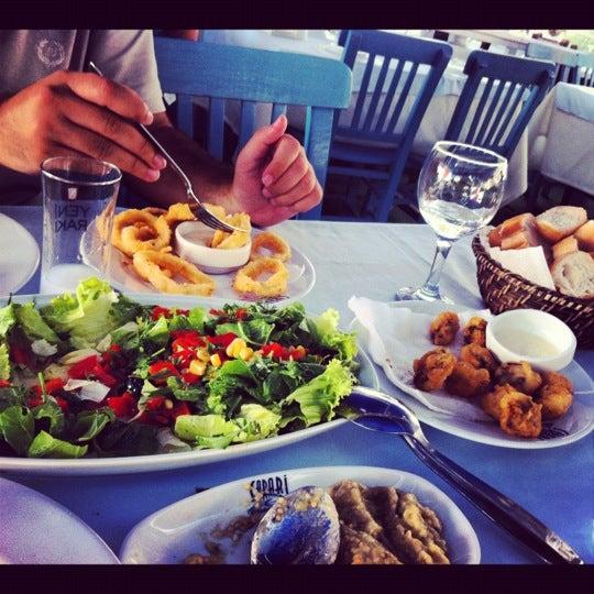 8/26/2012 tarihinde Ebruziyaretçi tarafından Çapari Restaurant'de çekilen fotoğraf