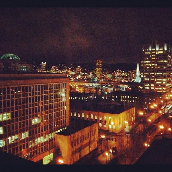 Photo taken at DoubleTree by Hilton Hotel Portland by Rick B. on 2/22/2012