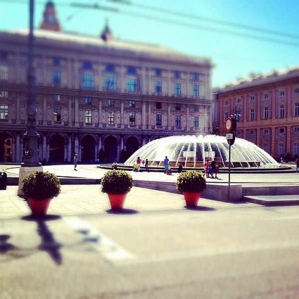 Foto scattata a Piazza de Ferrari da Daniel K. il 8/27/2012