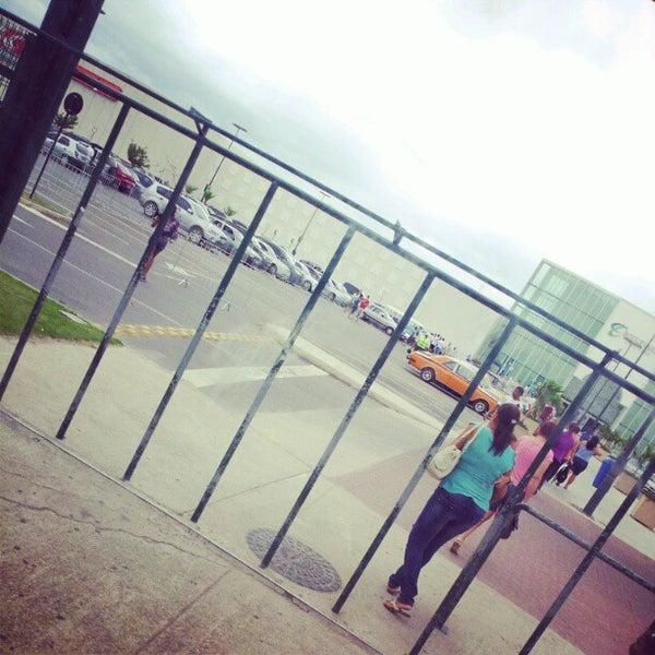 Foto tirada no(a) Boulevard Shopping Campos por Thiago M. em 4/29/2012