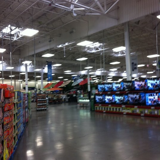 Photo taken at Sam's Club by Ivy Rose M. on 2/27/2012