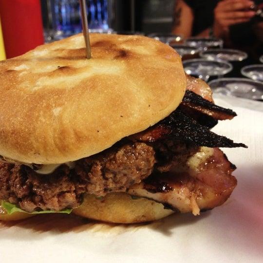 Foto scattata a QUARTO Burger & Drinks da Fabio il 6/7/2012