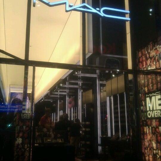 Photo taken at MAC Cosmetics by Pepe M. on 9/27/2011