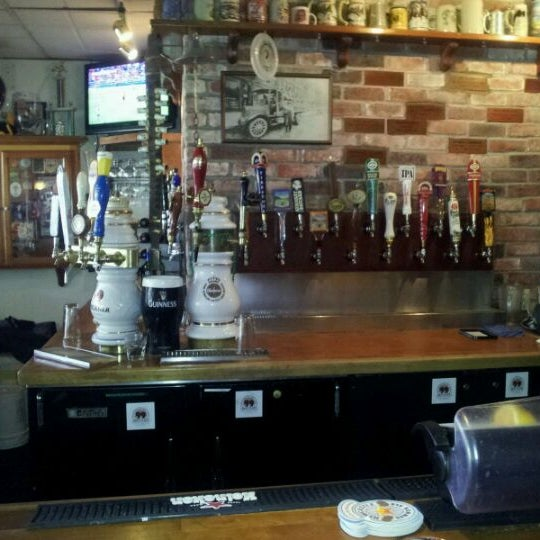 Photo taken at 99 Bottles of Beer on the Wall by Stephen L. on 8/28/2011