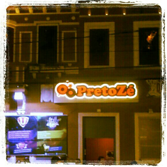 Foto tirada no(a) Preto Zé por MarcioAlbuquerque A. em 5/6/2012