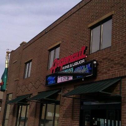 Foto tirada no(a) Argonaut Wine & Liquor por Joel G. em 11/11/2011