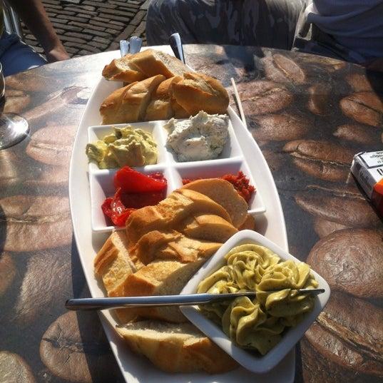Foto scattata a Lunch-Café Le Provence da Piet G. il 4/30/2012