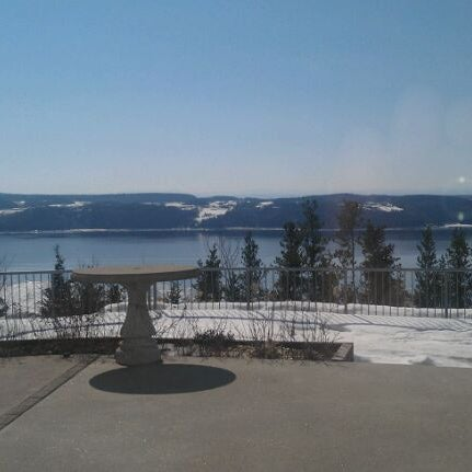 Foto diambil di Auberge La Tourelle du Fjord oleh Pamela G. pada 3/20/2012