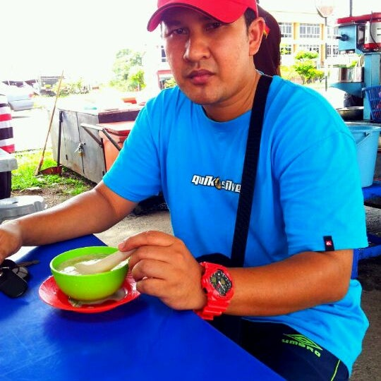 Photo taken at Medan Selera Kamunting by Aznurin A. on 12/18/2011