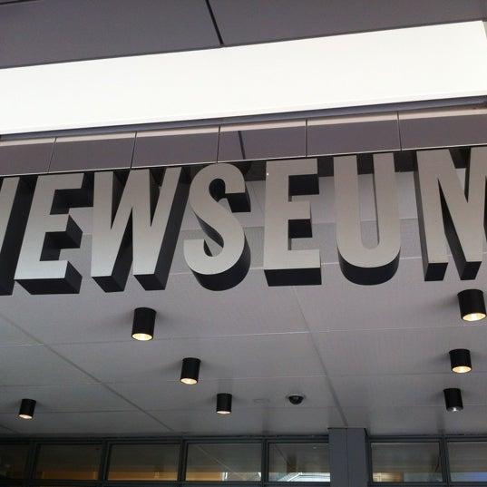 Foto tirada no(a) Newseum por Ellie B. em 7/10/2012