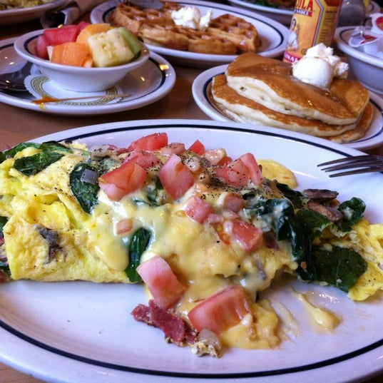 Photo taken at IHOP by Mon F. on 4/1/2012