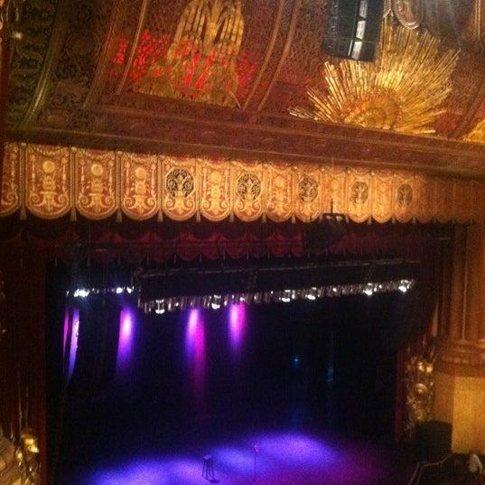 รูปภาพถ่ายที่ Beacon Theatre โดย Rebecca M. เมื่อ 6/17/2012