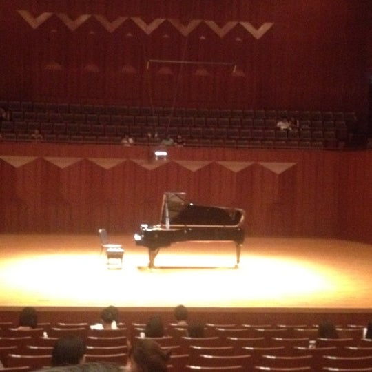 Photo taken at Seoul Arts Center by Tristan Choi S. on 8/26/2012