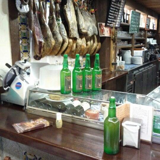 Foto tomada en Carlos Tartiere Restaurante Sidrería por Michael G. el 5/28/2012
