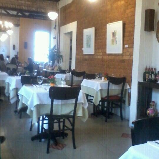Foto tirada no(a) Zeffiro Restaurante por Augusto P. em 6/15/2012
