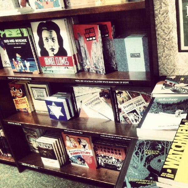 Foto tomada en Barnes & Noble por Jasmine R. el 8/23/2012