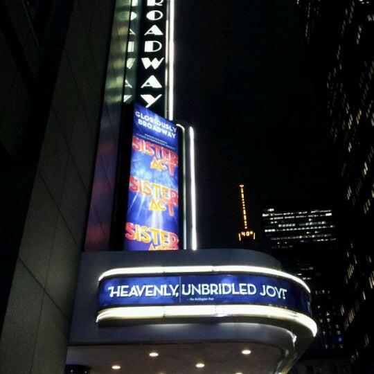 1/10/2012にJannx B.がBroadway Theatreで撮った写真