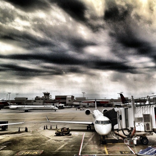 Photo taken at Hartsfield-Jackson Atlanta International Airport (ATL) by Victor H. on 6/3/2012