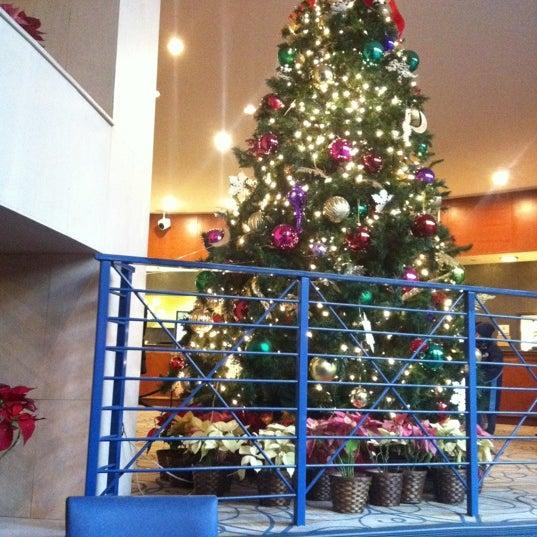 Foto diambil di The Watson Hotel oleh Eric P. pada 12/26/2011