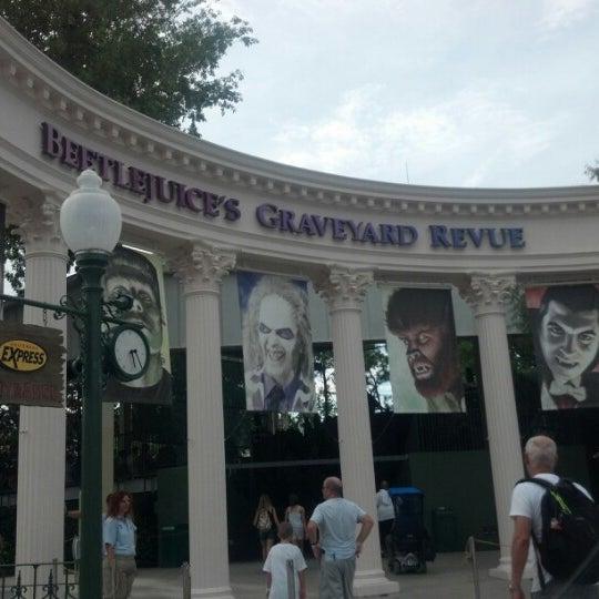 Photo taken at Beetlejuice's Graveyard MashUp by Ray K. on 8/4/2012