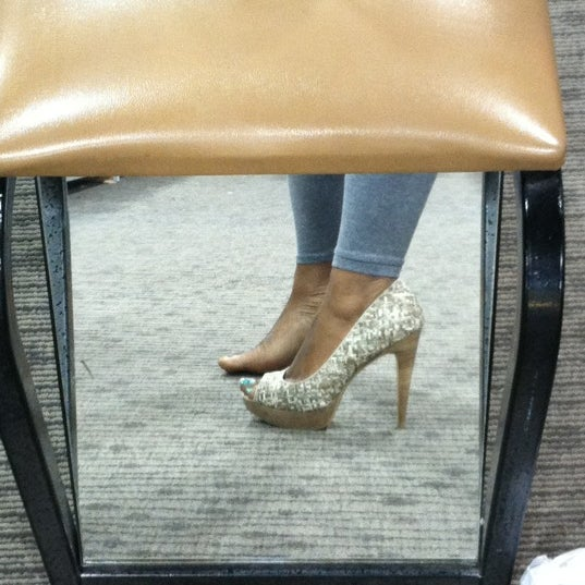 Photo taken at DSW Designer Shoe Warehouse by Jen on 6/24/2012