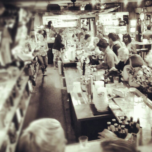 Photo taken at Brew-Stirs Clintonville Tavern by Cindy T. on 7/22/2012